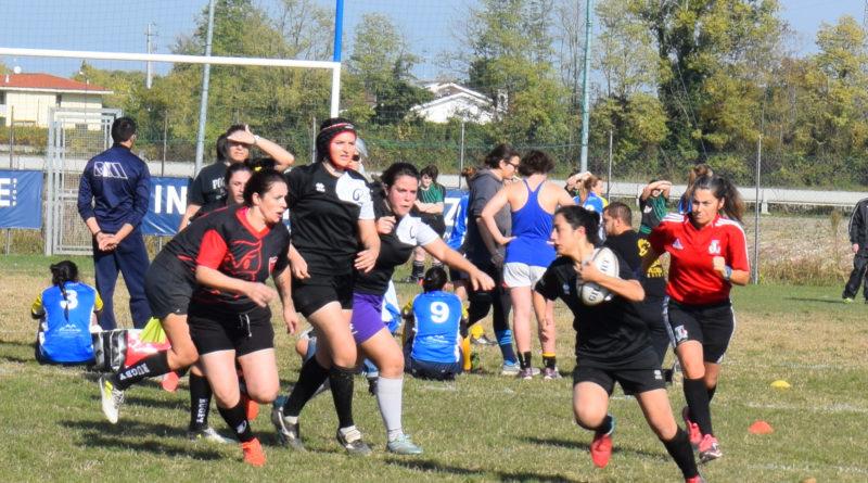 In una immagine di repertorio, un'azione di gioco della squadra femminile Seniores di Rugby Mirano