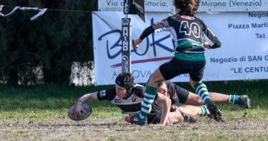 Un'azione di gioco dell'Under 16 durante l'incontro Mirano - Selvazzano di domenica scorsa 14 gennaio. Foto Claudio Castelli.