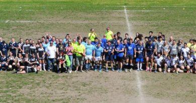 """Foto collettiva di tutte le squadre partecipanti al 1° Torneo """"Rugby per Tutti"""" di Mirano - 21 aprile 2018."""