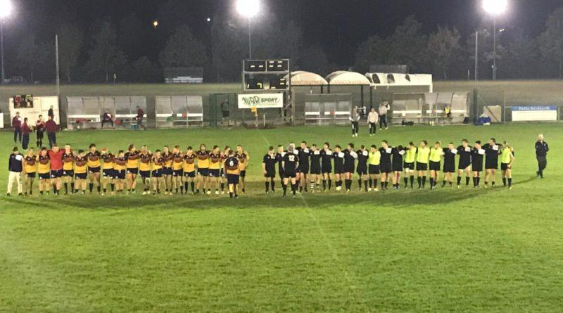 le due squadre si salutano al termine dell'incontro di sabato 13 ottobre. Foto: Katia Manente